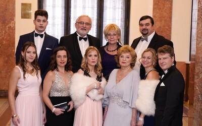 TV Barrandov uvede nový seriál Čechovi, slibuje finanční intriky, sex a sarkasmus. Bude prý jako Dallas, jen český