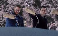 Tvorcovia Neighbors a The Interview prinášajú bláznivý trailer pre vianočnú komédiu s Kanyeho soundtrackom