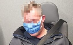 Tvrdil, že má koronavirus a vyhrožoval bombou na Hlavním nádraží v Praze. Hrozí mu 8 let