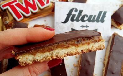 Tyčinky Twix jsou křupavé sušenky s karamelovou vrstvou přelité čokoládou. Vychutnej si zdravější verzi (Recept)