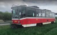 U dálnice D1 někdo nechal tramvaj