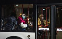 U dvou Němců evakuovaných z Číny potvrdili koronavirus. Nakažené přesunuli do karantény