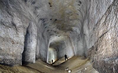 U Plzně se veřejnosti otevře Luciferovo peklo. Impozantní kaolinový důl má 15 metrů vysoké síně