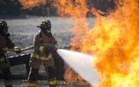 U včerejšího požáru poblíž Karviné zemřel profesionální hasič