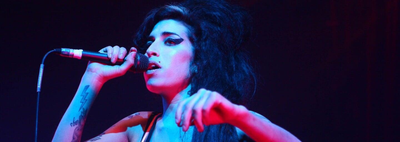 Uběhlo deset let od smrti Amy Winehouse. Rodina se v novém dokumentu vyrovnává s její ztrátou (Recenze)