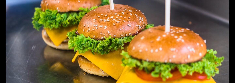 Uber a Regal Burger sa postarajú o hladných Bratislavčanov. Objednaj si v aplikácii špeciálny UberBURGER balíček aj s nápojmi