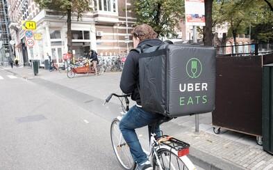 Uber Eats startuje v Česku. Kam doručuje a jaká je jeho nabídka oproti konkurenci?