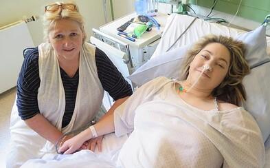Úboha žena vracala aj 100-krát za deň. Rebecca trpí vzácnou chorobou a v nemocnici skončila aj raz týždenne
