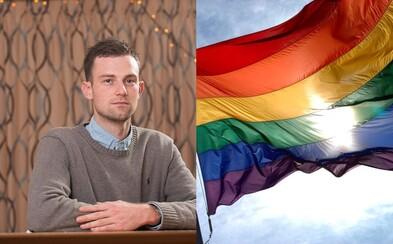 Učitel nesprávně nazval transgender osobu dívkou a dočkal se vyhazovu. Joshuu vyšla chybička pořádně draho