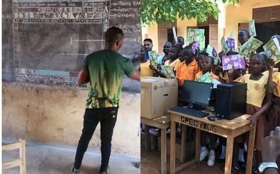 Učitel z Ghany, který učil Word kreslením na tabuli, konečně dostal nové počítače. Svět musel po zhlédnutí dojemných fotek konat