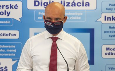 Učitelia dostanú mimoriadne odmeny za prácu počas pandémie. Gröhling na to minie 11 miliónov eur