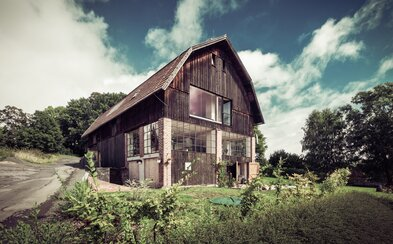 Údolí řeky Jizery jako na dlani a stodola, která vás okouzlí svou prostorností a domácí atmosférou