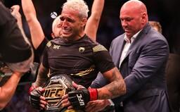 UFC má po Nurmagomedovi nového šampióna ľahkej váhy. Conor McGregor ho už podpichuje