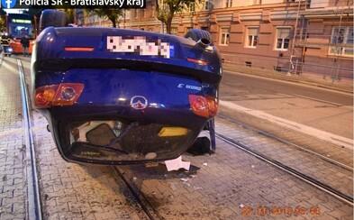 Ukrajinský vodič neudržal auto na ceste, prevrátil ho na strechu a v dychu mal 1,69 promile
