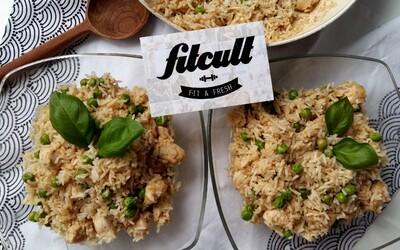 Ultra jednoduchá a rýchla pražená ryža poslúži ako chutný obed, večera alebo potréningové jedlo (Recept)
