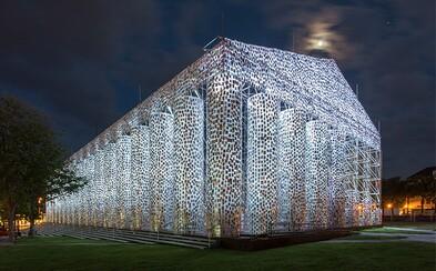 Umelkyňa postavila Parthenón zo 100-tisíc zakázaných kníh na mieste, kde nacisti spálili v roku 1933 dve tisícky nepohodlných titulov