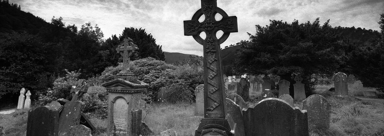 Unikátní příběh muže, který si nechal dopředu vyrobit náhrobní kámen i s datem vlastní smrti