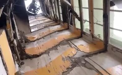 Unikly záběry ze zničeného paneláku, schody se zcela zhroutily. Hasiči ukončili požární práce ve zničené bytovce v Prešově
