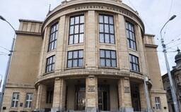 Univerzita Komenského a Slovenská technická univerzita prechádzajú na online vzdelávanie, chcú dostať žiakov z internátov