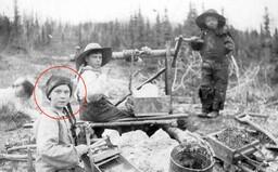 Univerzita zverejnila 120-ročnú fotku, dievča na nej sa nápadne podobá na Gretu Thunberg