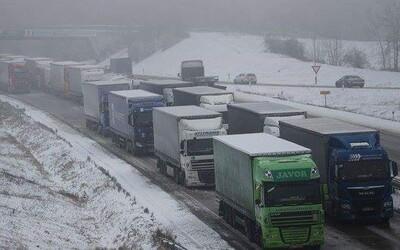 Upřímný status českého řidiče kamionu sdílelo již téměř 30 tisíc lidí. Řidičům na cestách poslal jasný vzkaz