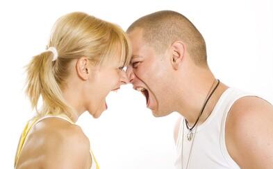 Uprostřed hádky vystrčil přítelkyni ze dveří, aby prý vychladla. Toto jsou další bláznivé příběhy od našich fanoušků