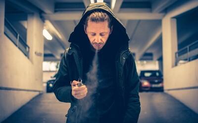 USA zvyšují věk, od kterého si můžeš legálně zapálit z 18 na 21 let. Důvodem je rostoucí počet úmrtí po kouření e-cigaret
