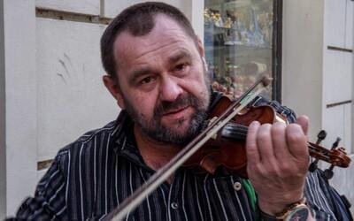 Úspěšný hudebník Vojtěch spadl do alkoholu, přišel o domov, bydlel v jeskyni a málem umřel. Nevzdal to, teďse snaží znovu najít svůj talent