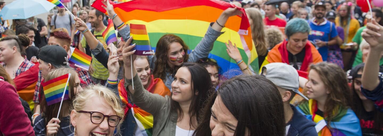 Útočníci v Praze zbili homosexuální pár, česká tiktokerka promluvila o sexuálním napadení (Freshnews)
