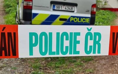 Útočník v Tišnově brutálně napadl šest osob, na místo musel vrtulník. Policie agresora dopadla