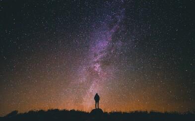 Už tento víkend nás čeká krásné vesmírné divadlo. Pohled na noční oblohu bude stát za to