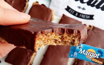 Úžasné Margot tyčinky s ich rumovo-kokosovou chuťou zabalenou v chrumkavej čokoláde ťa prenesú do raja (Recept)