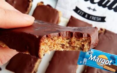 Úžasné Margot tyčinky s jejich rumově-kokosovou chutí zabalenou v křupavé čokoládě tě přenesou do ráje (Recept)