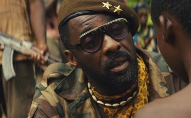 Úžasný Idris Elba sa stáva krutým, africkým generálom v snímke Beasts of No Nation