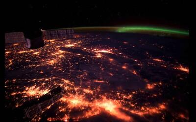 Úžasný pohľad na planétu Zem z vesmíru. Časozberná snímka ti ukáže, ako sa na ňu pozerajú astronauti