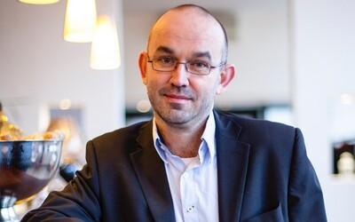 Uznávaný lékař a nový ministr zdravotnictví Jan Blatný bránil rodičům navštěvovat jejich děti. Kdo je tento záhadný muž?