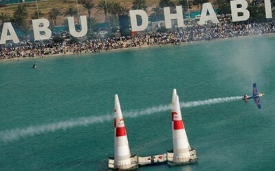 V Abu Dhabi odštartoval Red Bull Air Race