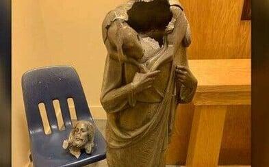 V americkém kostele našli zničenou sochu Ježíše: Hlava byla položená vedle těla