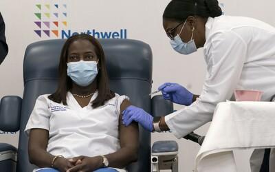 V Amerike začali očkovať proti novému koronavírusu