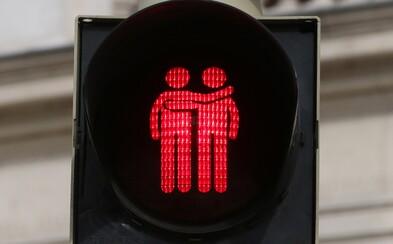 V Austrálii ťa cez cestu pustia postavičky párov rovnakého pohlavia. Ozdobili nimi semafory