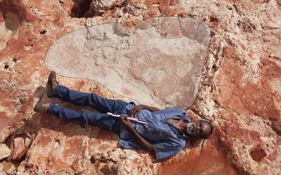 """V """"austrálskom Jurskom Parku"""" objavili najväčšiu stopu dinosaura, akú kedy svet videl. O viac než pol metra prekonala aj doterajšieho rekordéra"""