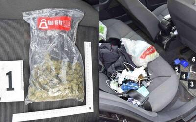 V aute 18-ročného Slováka našli policajti marihuanu, extázu aj pervitín. Na cestnú kontrolu bude spomínať ešte dlho