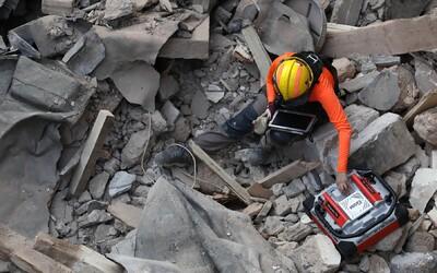 V Bejrútu pod sutinami někdo měsíc po výbuchu možná žije. Záchranáři zachytili signál, který jim dává naději