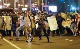 V Bělorusku vypukly po volbách nepokoje. Diktátor Lukašenko povolal armádu a omezil internet