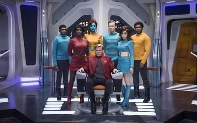 V Black Mirror epizóde USS Callister poletíme do vesmíru, kde sa okrem množstva CGI dočkáme aj znepokojujúcich a dojímavých momentov