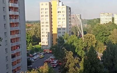 V Bohumíně začal hořet panelák. Lidé skákali z oken, 3 děti uhořely