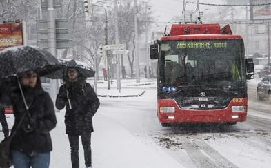 V Bratislave nás dnes čaká prvé poriadne sneženie. Napadnúť má hneď niekoľko centimetrov snehu