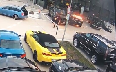 V Bratislave niekto podpálil autá za 200 000 € - páchateľ je na videu