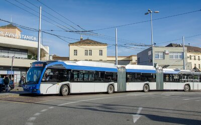 V Bratislave pribudnú nové gigantické trolejbusy. Sú najdlhšie na svete, vážia 40 ton a merajú 24 metrov