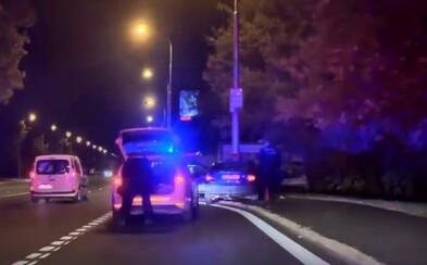 V Bratislave sa odohrala divoká policajná naháňačka ako z GTA. Šofér bez vodičáku s dvomi deťmi to vpálil priamo do protismeru